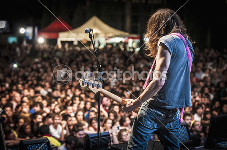 depositphotos_33612887-Amelie-performs-at-the-hard.jpg