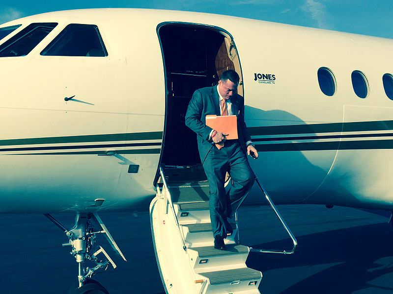 butch_jones_exiting_plane