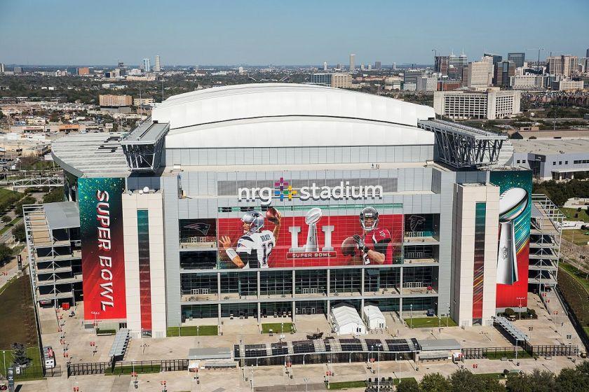 1200px-NRG_stadium_prepared_for_Super_Bowl_Li_(32513086661) (1).jpg