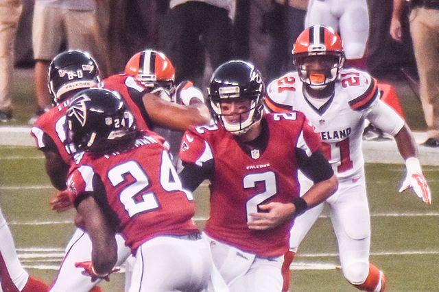 640px-Cleveland_Browns_vs._Atlanta_Falcons_2016_(29103419626).jpg